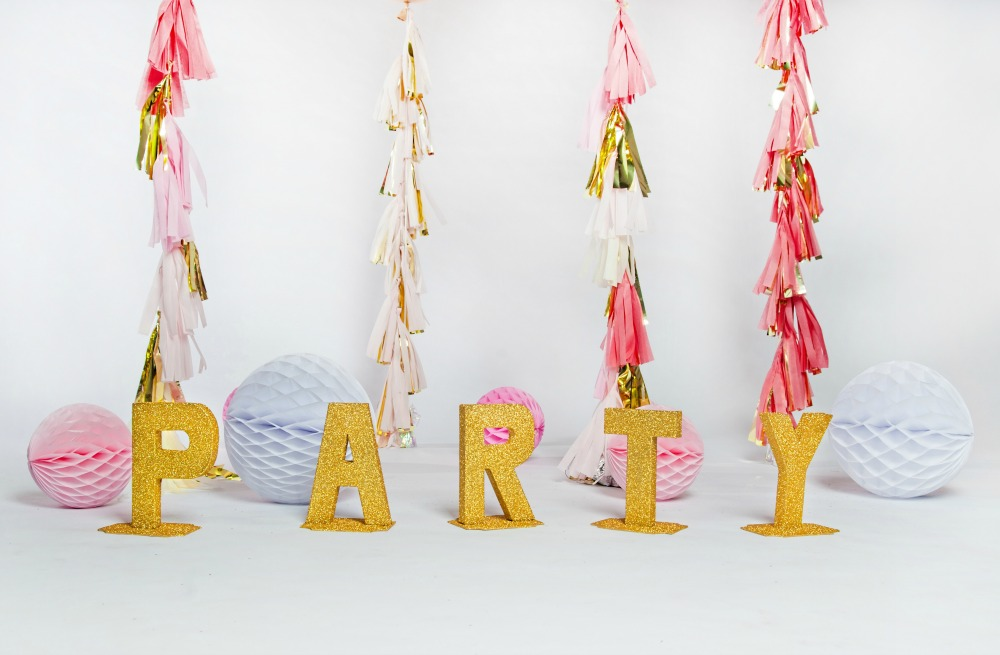 gold-glitter-party-tassels
