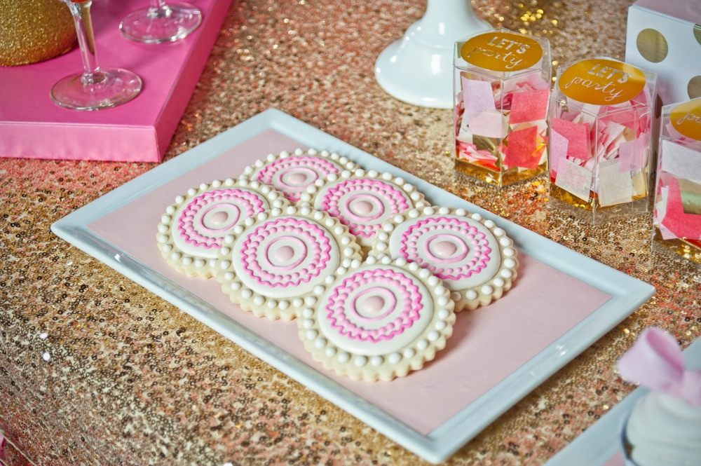 pink-gold-decorated-cookies