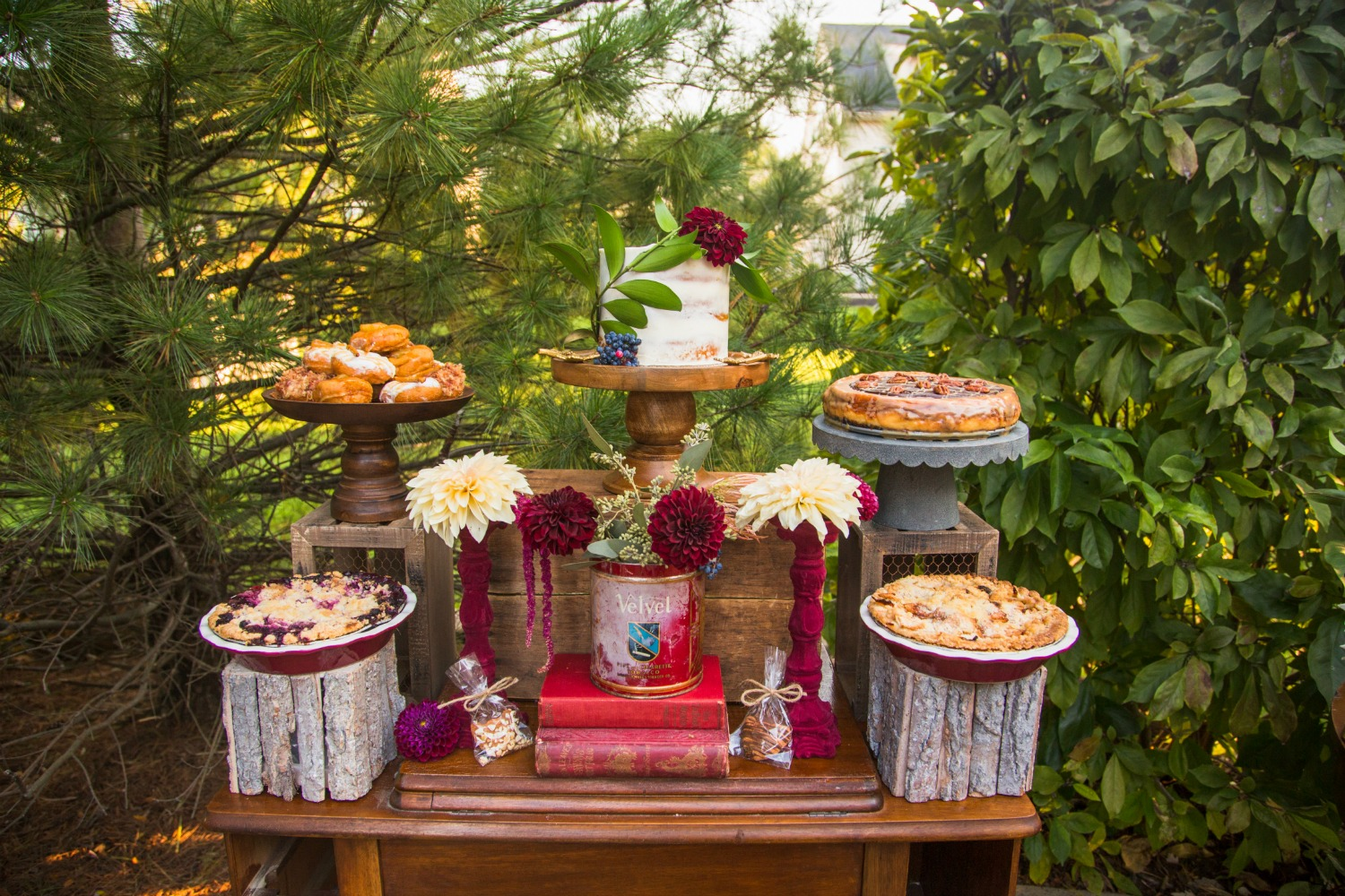friendsgiving-one-stylish-party-dessert-table
